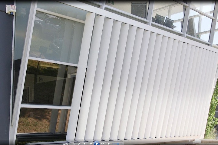 Retrac Louvres Wall Outside 1