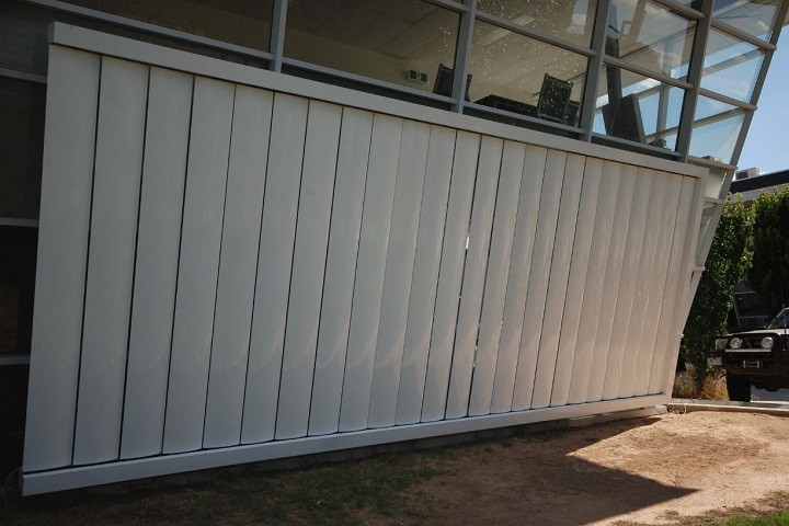 Retrac Louvres Wall Outside Closed
